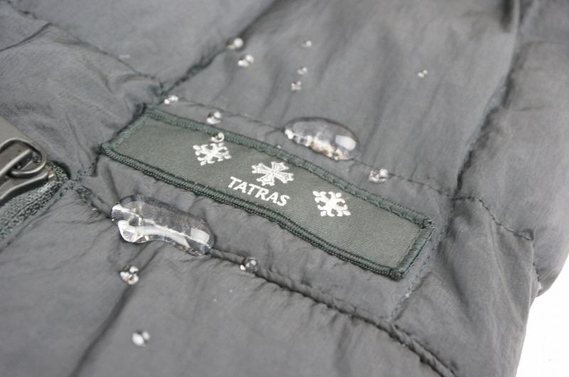 タトラスのダウンジャケットへ撥水加工